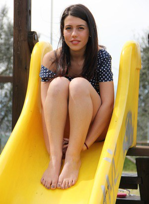 Bare legged Petra flaunts her sexy toes and hot bare feet close up outdoors