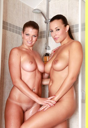 Wet and busty lesbians Mona Lee and Carmen Croft licking twats in shower