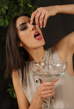 Stunning brunette makes her debut on Wet and Pissy