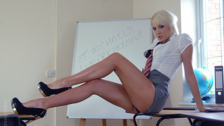 Rampant teacher Miss Elise strips to stockings and shows her goodies № 1182563 бесплатно