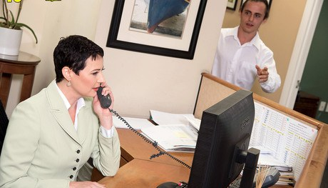Short haired stenographer Kali Karinena charms a male coworker