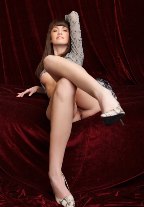 Cuted faced Candy Rose in nifty bare upskirt stretching slit lips for closeup
