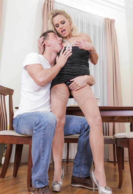 Hardcore floozy Barra Brass swops panties for strapon & gets a fine rear licking