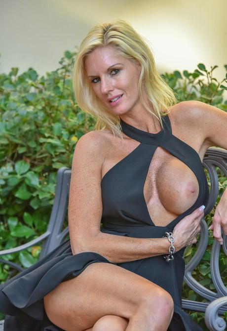 Sprightly Milf plays peek-a-boo with her oversize titties in the front entrance