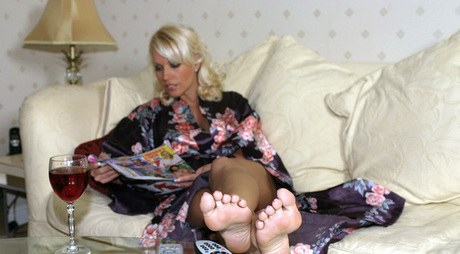 Tanned Lana Cox prods her wonderful undressed feet into the camera for a warmed closeup