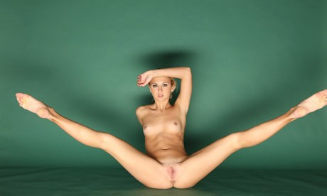 Malleable Jati reveals her clitoris closeup while executing yoga in the bleakness