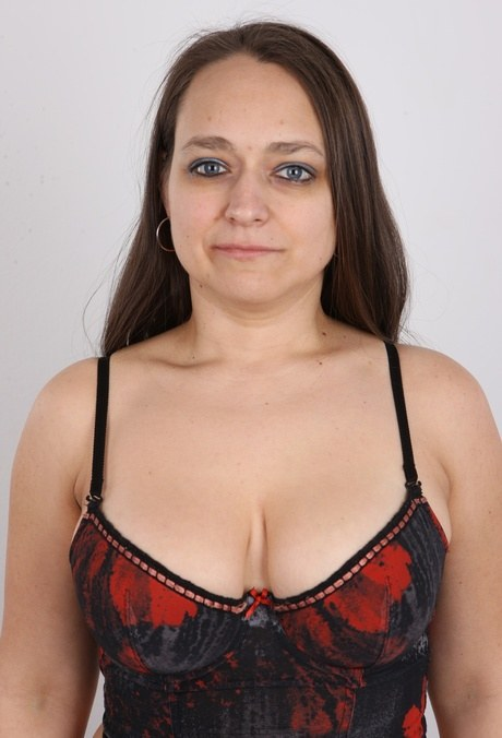 Chunky Czech mature dame Helena gets naked at the castings