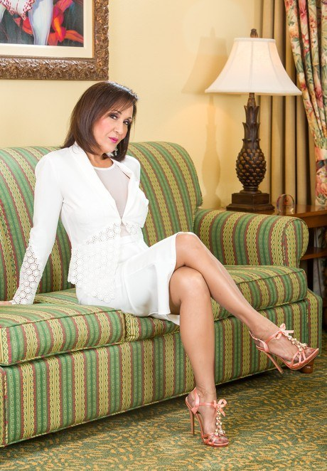 Classy older lady Roni Ford slowly undresses in mini skirt and nylons  286084