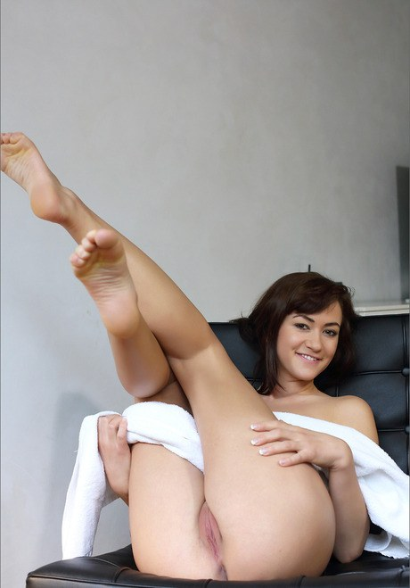 Uncovered brunette trollop expanding pussy wide with her fingertips for closeup view
