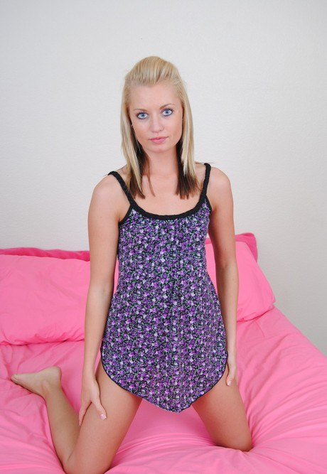 Thin blonde teen Daisy Haze uncovers her tiny tits as she strips to underwear № 644203 загрузить