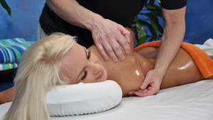18 year old blonde gets banged after accepting a free massage