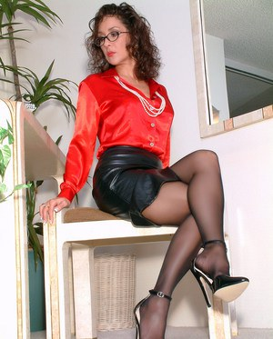 Mature woman takes off her leather skirt in pantyhose and heels