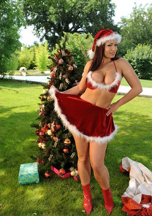 Italian babe Aria Giovanni freeing big MILF tits from X-mas outfit outdoors