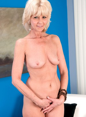Blonde mature cowgirl strips and exposes her phenomenal body