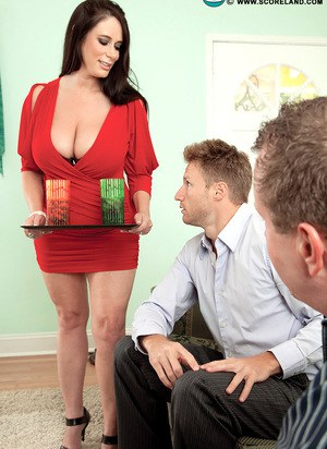 Brunette plumper Barbie Kelley seduces a man while her husband watches