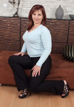 Chubby mature wife Marie Jeanne reveals nice big tits and spreads on her knees