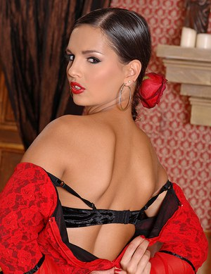 Scorching hot MILF Eve Angel sheds Spanish dress to pose naked on her knees
