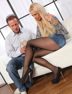 Leggy pantyhose attired Carla Cox removes high heels to give footjob