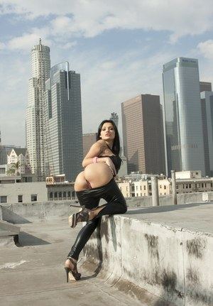 Busty chick Aletta Ocean pulls down leather pants to flaunt her juicy butt