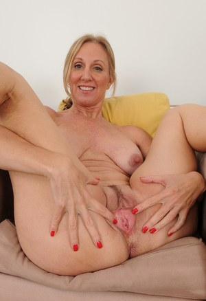 Mature housewife Jenna Covelli plays with her erect nipples and pink twat