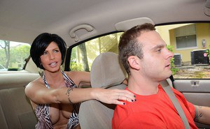 Sassy MILF bares her bosom to entice her driver and gets what shes after