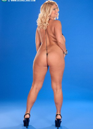 Blonde plumper Kelly Christiansen lubes up her knockers in a v string bikini