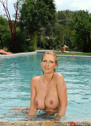 Sexy MILF Leigh Darby unleashes her nice melons before a dip in the pool