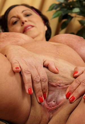 Mature fatty Kata lets her saggy boobs loose & spreads pussy lips close up