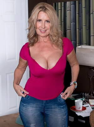 Hot mature amateur Laura Layne loses jeans & thong panties & bares big tits