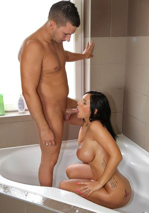 Dark haired chick invites her new bf into tub with her for sexual relations