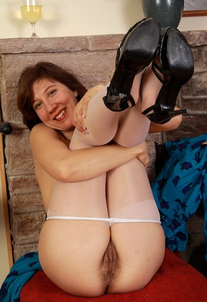 30 plus woman Valentine pulls down pantyhose before parting her beaver