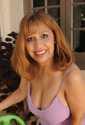 Smiley older mature Marissa with huge saggy boobs spreading ass in the foyer