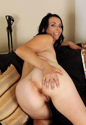 Hot mature Leona Sweet reveals her big saggy boobs  squats to spread naked