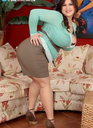 BBW Jennica Lynn flaunts her giant tits as she strips to ankle strap heels
