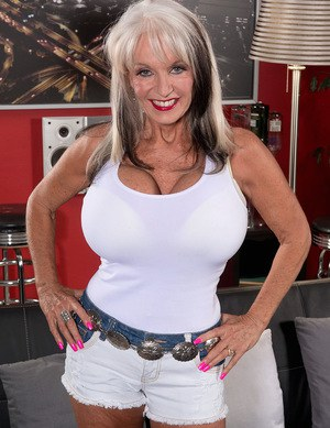 Busty mature whore Sally D'Angelo giving an epic titjob