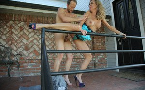 MILF Brandi Love raises her skirt & insists on getting fucked in the driveway