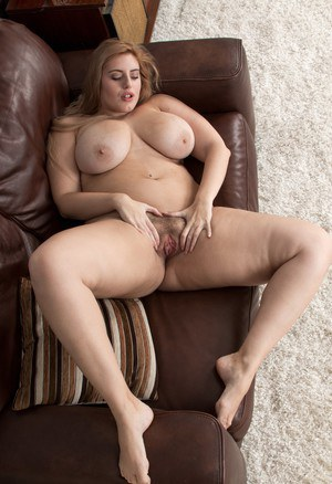 Fat amateur Ellie Roe gets rid of skirt and panties to show off her hairy bush