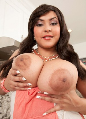 Plump doll Cat Bangles heats things up in the kitchen with her massive boobs