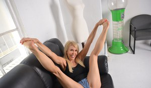 Happy blonde mature Erica Lauren rubs her pussy while flaunting hot naked toes