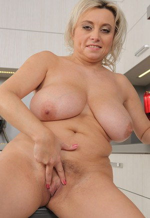 Busty mature wife Sindy Huga fingering naked in the kitchen during lunch