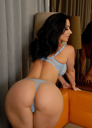 Jayden Jaymes takes a look in the mirror!