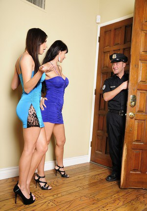Kortney Kane & Eva Karera give a cop a BJ!