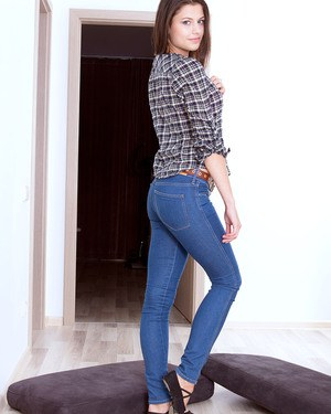 Girl next door type Barbi uncovers her 18 year old tits and tush in blue jeans