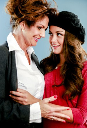 Older and younger lesbians Deauxma & Allie Haze grind against each to undress