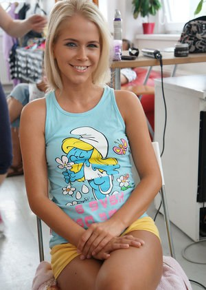 Beautiful blonde teen Tracy Gold has her hair styled before nude posing