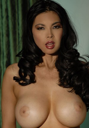Asian MILF Tera Patrick spreads her pussy after exposing big boobs and ass