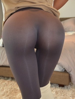 Ebony girlfriend strips off yoga pants and thong for banging of bald vagina