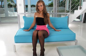 Sexy slut Sophia Sutra in pantyhose and heels shows big ass in hot upskirt