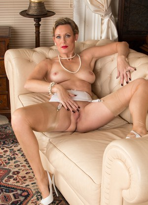 Luscious mature babe strips down and spreads her dripping wet cunt