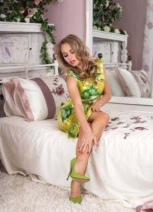 Hot Chloe Toy in vintage attire strips down to silk stockings  green heels